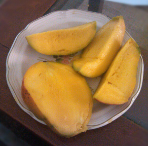 4/5 pieces of mango.